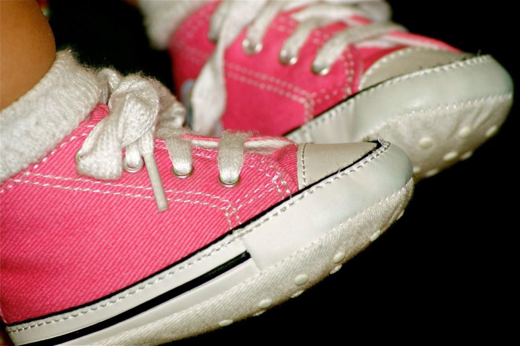 Voilà les Converse roses fluo de ma petite nièce ! Ne sont-elles pas trop mimi ?