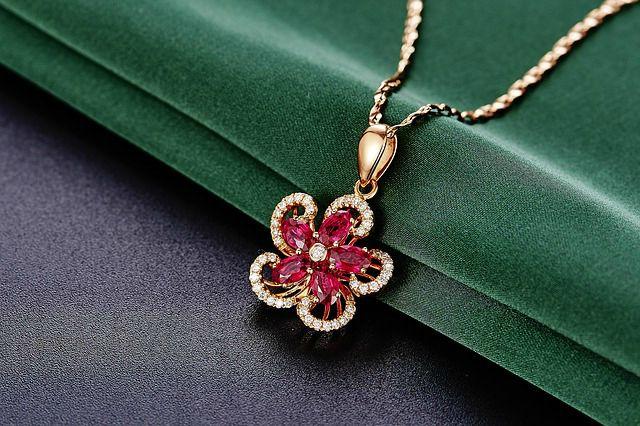 pendentif-or-rubis